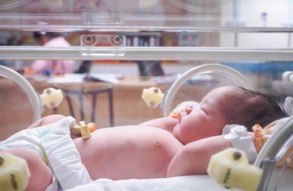 Dar el pecho a bebés prematuros