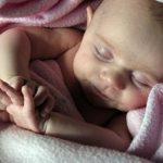 A los dos meses el bebe debe responder a los reflejos primitivos
