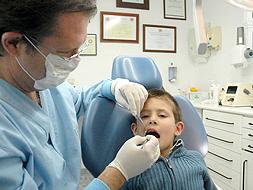 Familiarizar al niño desde pequeño con el dentista ayudar a perder el miedo