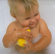 Un buen baño para reducir el estrés en niños con manías