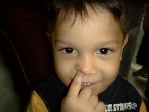 Los sangrados ocurren por hurgarse la nariz con brusquedad