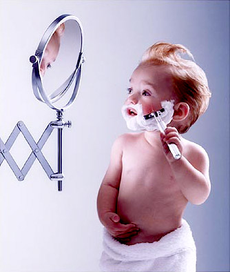 bebe-de-11-meses-imitando