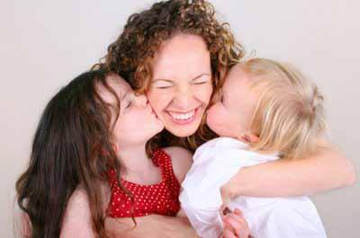 Las muestras de afecto es una forma de cultivar la inteligencia emocional en los niños