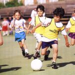En las escuelas de fútbol, los niños son separados por edades