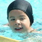 La natación fomenta la independencia del niño