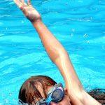 A los 5 años, es una edad recomendada para empezar a nadar
