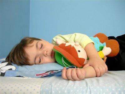 nino-de-3-anos-dormido