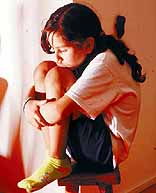 La sobreprotección forma niños inseguros y solitarios.