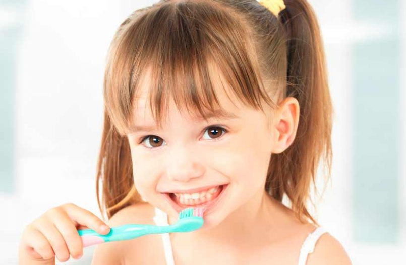 Cómo cepillar los dientes a los niños correctamente