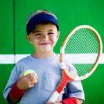 El tenis es un deporte recomendado para niños
