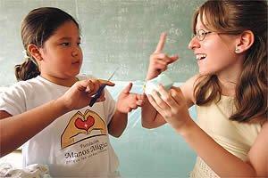 Lenguaje de señas entre padres e hijos sordos