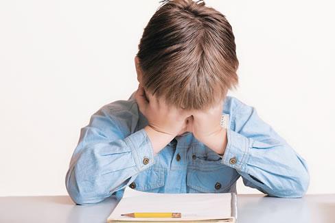 Los niños sufren y se rebelan cuando no comprenden las lecciones