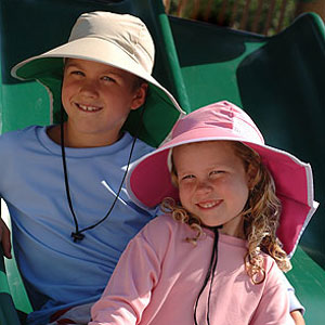 Niños con gorra