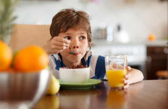 ¿Cómo averiguar si mi hijo tiene sobrepeso u obesidad?