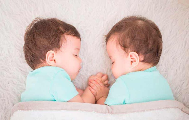 Pasos para dar el pecho a gemelos o mellizos