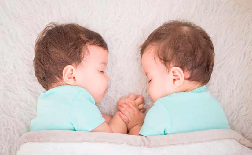 Cómo amamantar a mellizos o gemelos