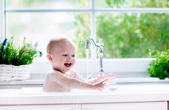 El primer baño de un recién nacido