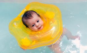 Cómo bañar al bebé por primera vez