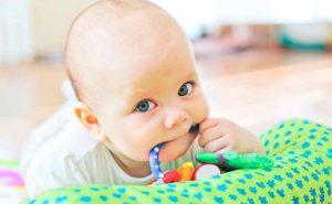 Remedios para aliviar el dolor de dientes y encías en el bebé