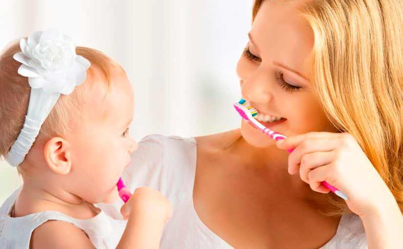Cómo cepillar los dientes al bebé