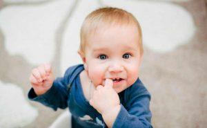 Cuándo aparecen los primeros dientes del bebé