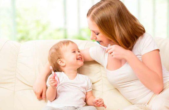 Cuidado de los dientes y las encías del bebé