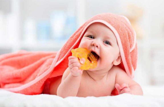 ¿Cuánto dura el dolor de encías en los bebés?