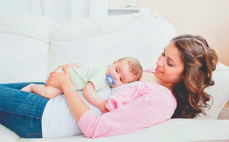 ¿Debemos dormir con nuestro bebé?