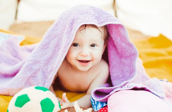 Cómo secar el pelo del bebé
