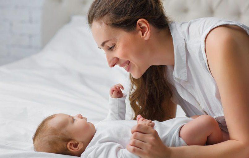 desde que edad empieza a hablar un bebe