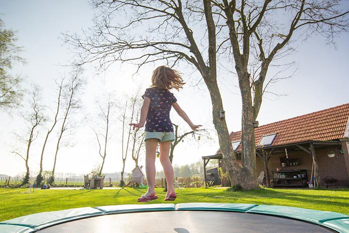¿Cómo crear un jardín de juegos seguro y divertido para los peques de la casa?