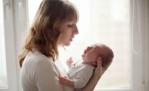 Cómo reaccionar ante los lloros del bebé