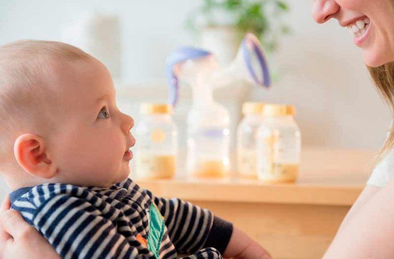 Por qué vomitan los bebés después de comer