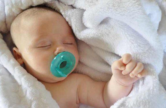 ¿Es malo el chupete para un bebé recién nacido?