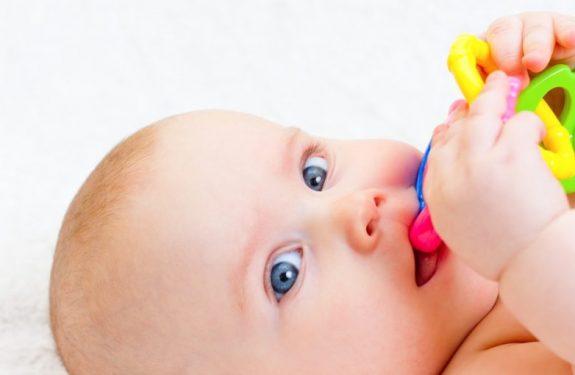 Babeo por la dentición del bebé
