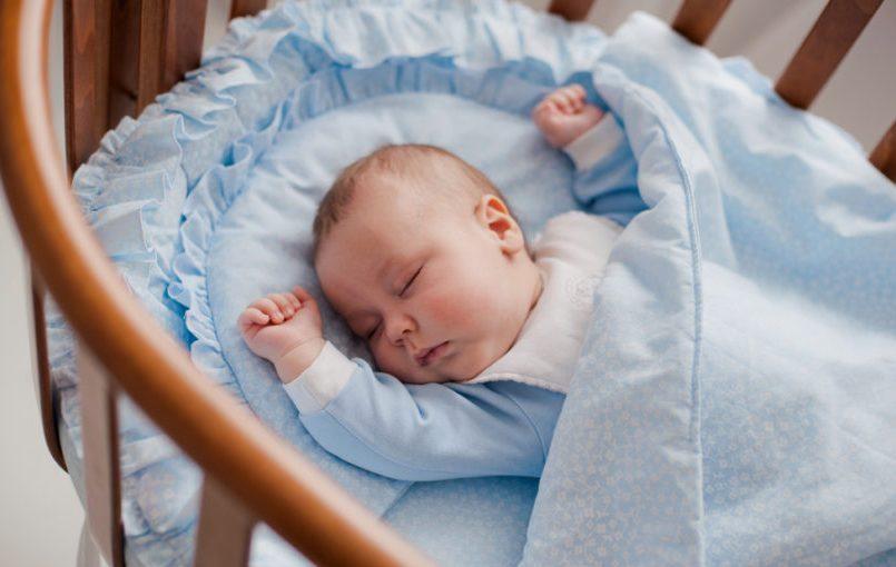 Consejos para arropar al bebé mientras duerme