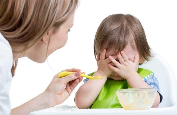 ¿Es normal que el bebé no quiera comer después de vacunarlo?