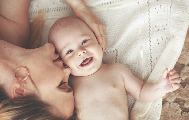¿Por qué le duelen los oídos al bebé?