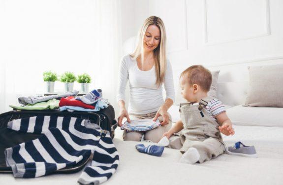 ¿Qué llevar en el avión para viajar con el bebé?