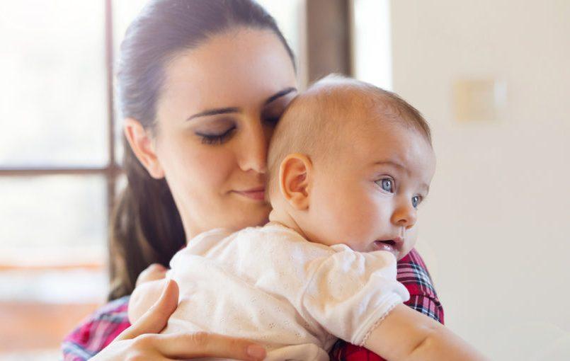 Pasos para relajar al bebé con un masaje
