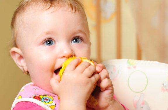 ¿Cuándo puede comer fruta el bebé?