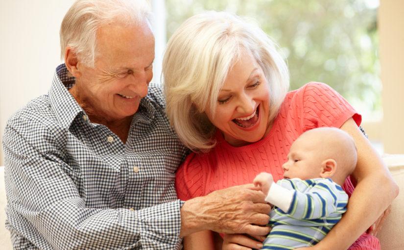 Lo que debes tener en cuenta para dejar al bebé con los abuelos