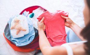 Consejos para organizar la maleta de viaje del bebé