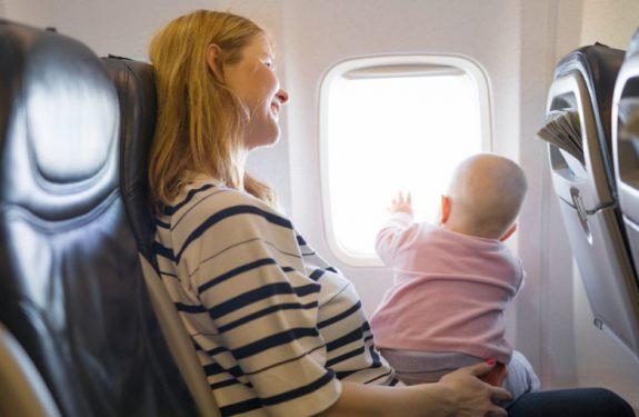 Cómo preparar el primer viaje del bebé