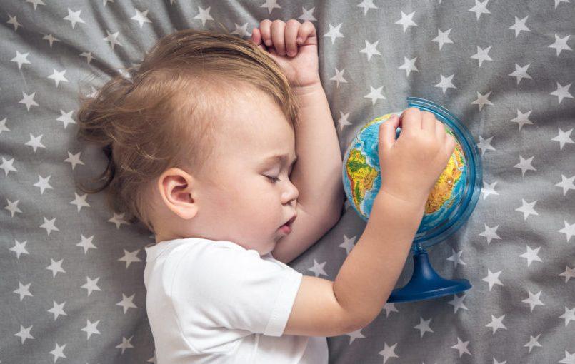 Preparar un viaje en avión con el bebé