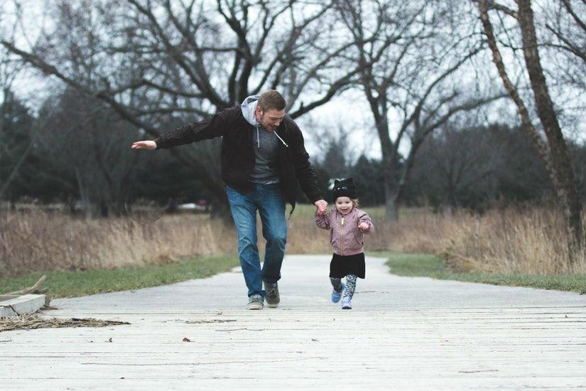 Por qué ocurre el dolor de piernas en niños y cómo tratarlo