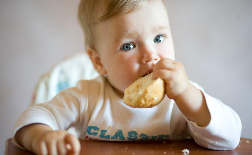 5 errores al dar de comer al bebé que no debes cometer