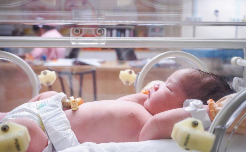 ¿Qué es y para qué sirve una incubadora para neonatos?