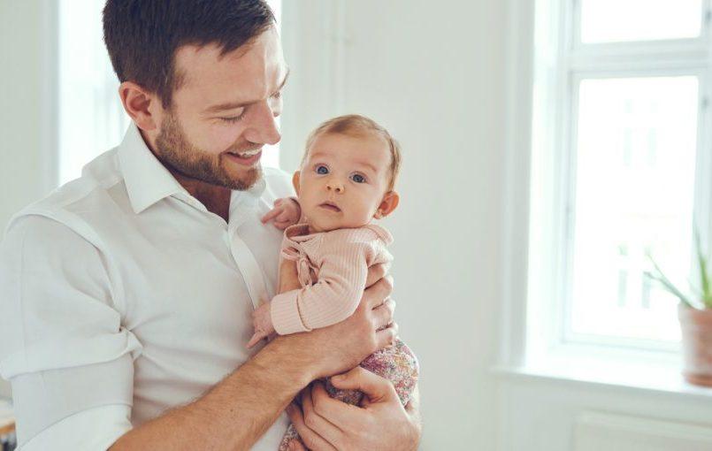 Cómo saber si el bebé oye bien