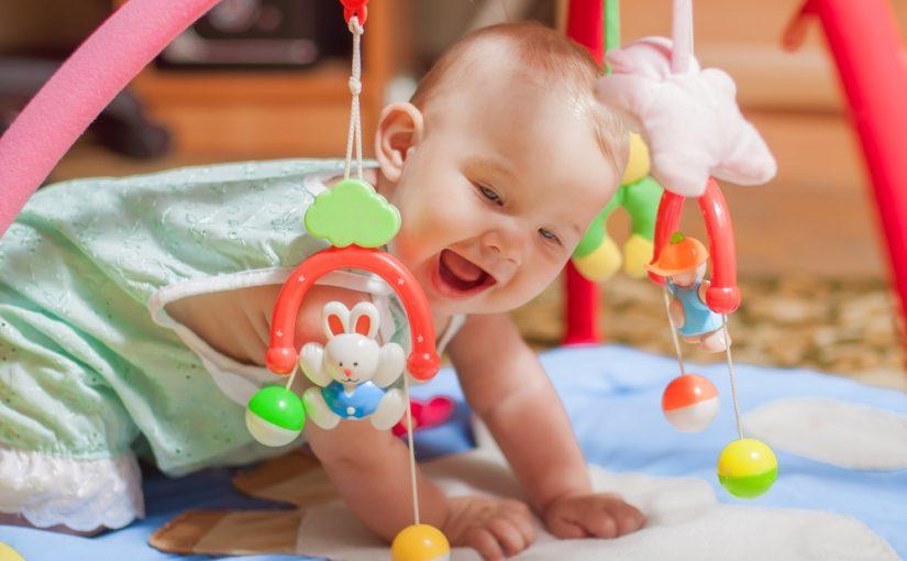 Consejos básicos para comprar los primeros juguetes del bebé